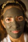 маска для лица из глины для борьбы с угревой сыпью