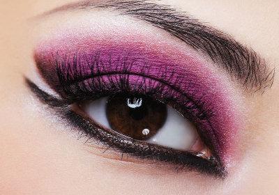 пурпурный дымчатый макияж глаз