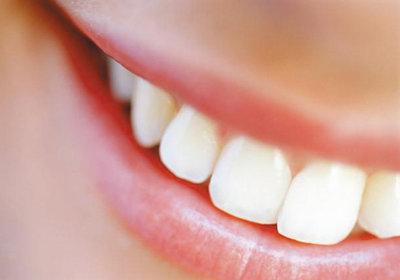 следить за состоянием зубов и губ